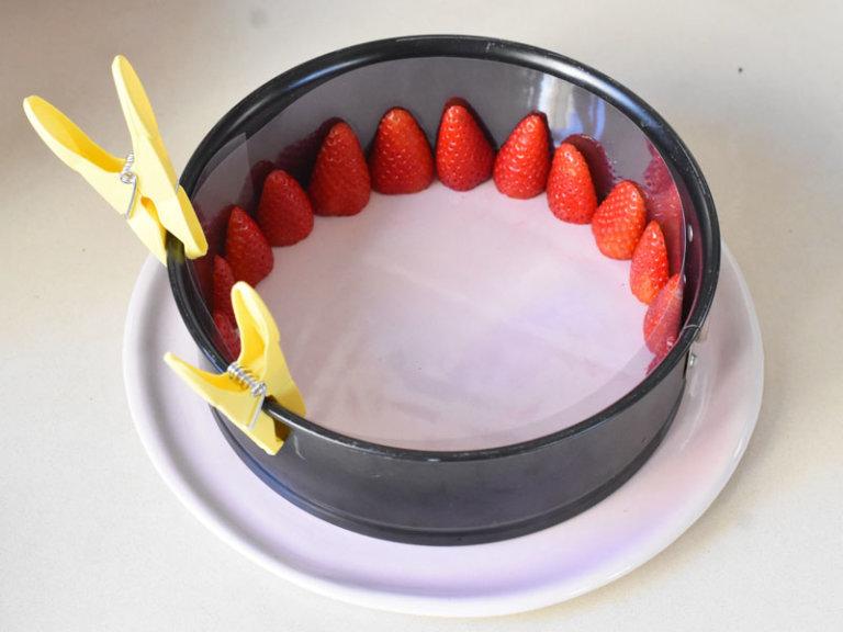 Comment préparer le Gâteau aux fraises et crème fouettée en 10 minutes etape 1