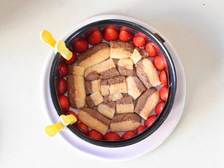 Comment préparer le Gâteau aux fraises et crème fouettée en 10 minutes etape 2