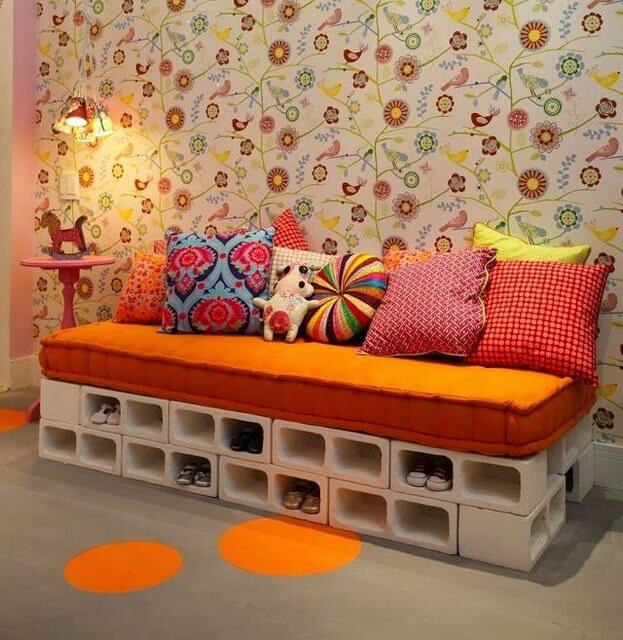 Canapé en blocs de béton blanc